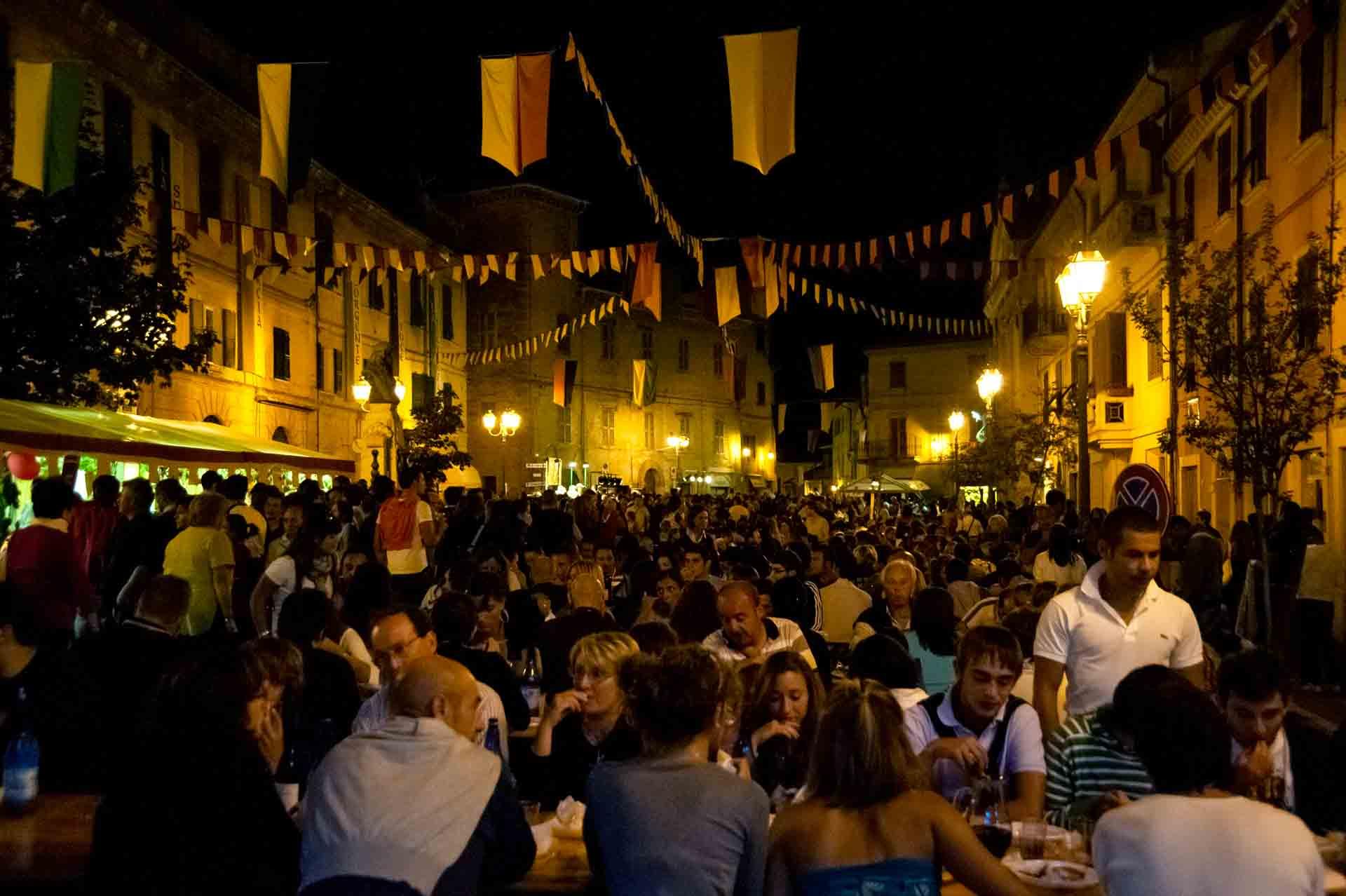 Camerano, Piazza Roma – Festa del Rosso Conero – © Sauro Strappato (2)