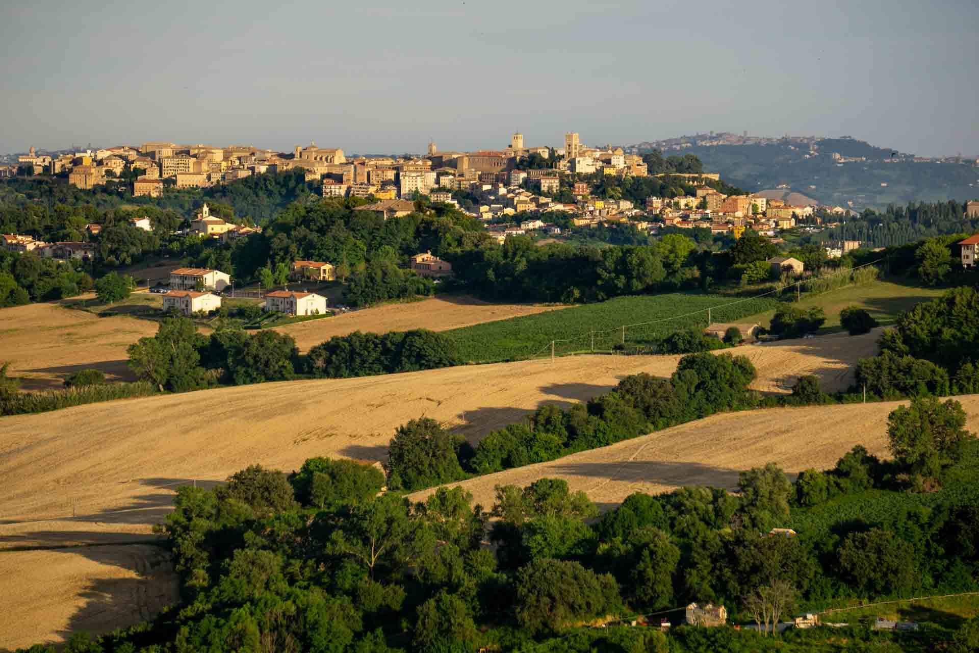Offagna panorama verso Osimo © Sauro Strappato