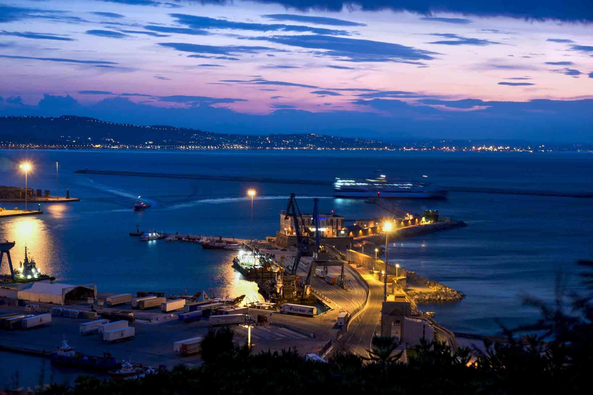 Porto, ora blu – © Sauro Strappato