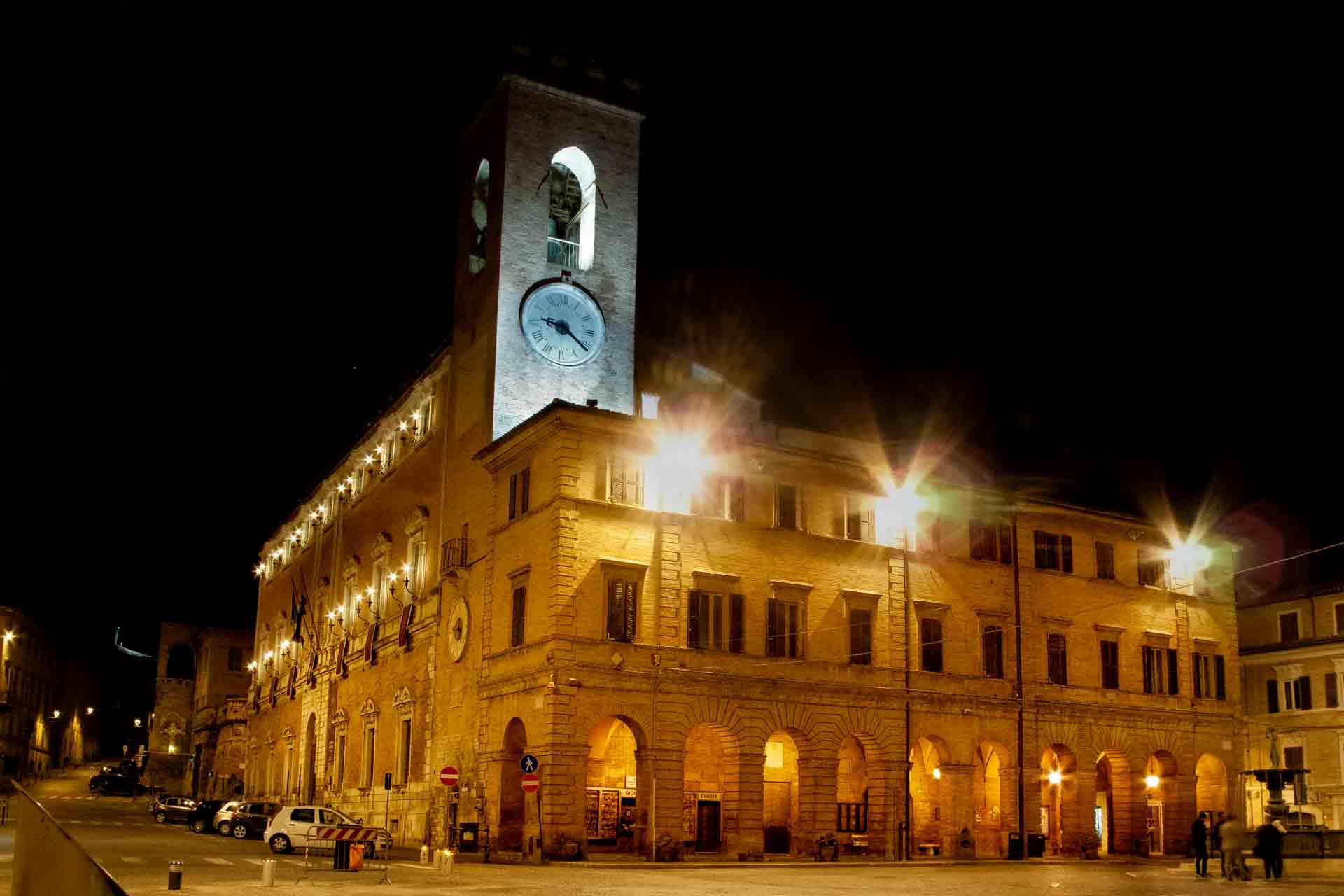 Palazzo comunale, notturno – © Sauro Strappato